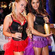 NLD/Amsteram/20121025- Lancering Assassin's Creed game, gastvrouwen in lingerie verwelkomen de gasten