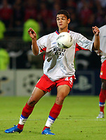 Fotball<br /> Champions League 2004/05<br /> Lyon v Manchester United<br /> 15. september 2004<br /> Foto: Digitalsport<br /> NORWAY ONLY<br /> Olympique Lyonnais' Hatem Ben Arfa