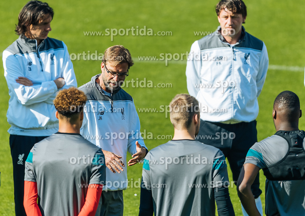 17.05.2016, St. Jakob Park, Basel, SUI, UEFA EL, FC Liverpool vs Sevilla FC, Finale, im Bild Trainer Juergen Klopp (FC Liverpool) Mannschaftsansprache // Trainer Juergen Klopp (FC Liverpool) speaks to his Team during the Training in front of the Final Match of the UEFA Europaleague between FC Liverpool and Sevilla FC at the St. Jakob Park Stadium in Basel, Switzerland on 2016/05/17. EXPA Pictures © 2016, PhotoCredit: EXPA/ JFK