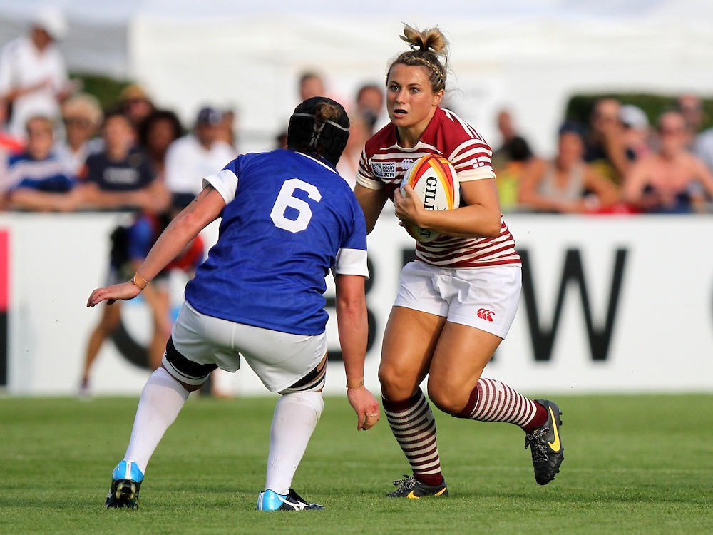 Vicky Fleetwood in action. England v Samoa Pool A group game, WRWC 2014 at Centre National de Rugby, Marcoussis, France, on 1st August 2014