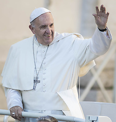 October 19, 2016 - Vatican City, Vatican - Pope Francis greets the faithful as he arrives to celebrate his Weekly General Audience in St. Peter's Square in Vatican City, Vatican. Pope Francis on Wednesday said access to food and water is a basic human right, and called on believers and people of good will everywhaere to take personal responsibility for the needs of their neighbors. (Credit Image: © Giuseppe Ciccia/Pacific Press via ZUMA Wire)