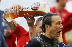 18.05.2019, Allianz Arena, Muenchen, GER, 1. FBL, FC Bayern Muenchen vs Eintracht Frankfurt, 34. Runde, Meisterfeier nach Spielende, im Bild Rafinha schüttet ein Weissbier über Niko Kovac // during the celebration after winning the championship of German Bundesliga season 2018/2019. Allianz Arena in Munich, Germany on 2019/05/18. EXPA Pictures © 2019, PhotoCredit: EXPA/ SM<br /> <br /> *****ATTENTION - OUT of GER*****