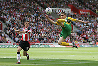 Photo: Lee Earle.<br /> Southampton v West Bromwich Albion. Coca Cola Championship. 12/08/2006. West Brom's Zoltan Gera (R) tries an overhead kick, watched by Saint's Chris Baird.