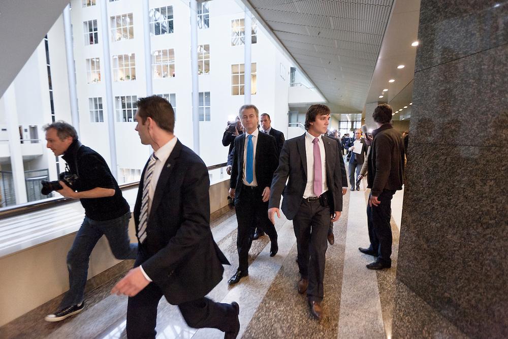Nederland. Den Haag, 15 november 2010.<br /> WILDERS TERUG NAAR ZIJN KAMER<br /> Geert Wilders maakt bekend dat Kamerlid Lucassen bij de fractie blijft. PVV, partij voor de vrijheid<br /> Foto Martijn Beekman