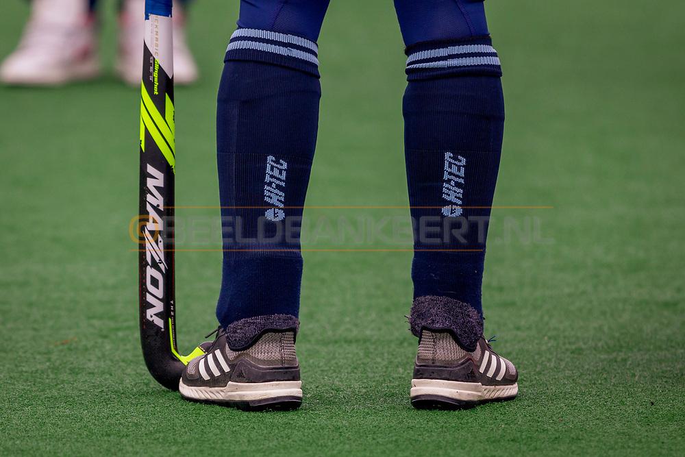 LAREN -  Hockey Hoofdklasse Dames: Laren v Pinoké, seizoen 2020-2021. Foto: Hi-Tec kousen Laren met Mazon stick