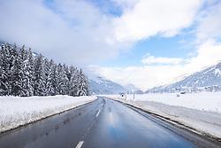 THEMENBILD - Nach dem Einsturz einer Halle in Lienz aufgrund der Schneemassen und einigen Lawinenabgängen auf Straßen hat sich am Sonntagvormittag die Situation in Osttirol leicht entspannt. Die massiven Schneefälle haben aufgehört. Situation an der B108 Felbertauernstrasse bei Ainet in Osttirol, Österreich am Sonntag, 3. Januar 2021 // After the collapse of a hall in Lienz due to the masses of snow and some avalanches on roads, the situation in East Tyrol has eased slightly on Sunday morning. The massive snowfalls have stopped. Situation on the B108 Felbertauern road near Ainet in East Tyrol, Austria on Sunday, January 3, 2021. EXPA Pictures © 2021, PhotoCredit: EXPA/ Johann Groder