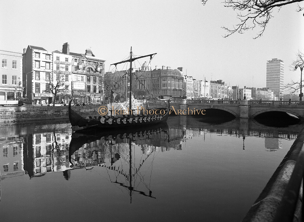 Viking Longboat on the Liffey.  (R91).1988..24.11.1988..11.24.1988..24th November 1988..As part of The Millennium celebrations in Dublin a Viking Longboat sailed up the Liffey and moored at O'Connell Bridge. As Dublin had its own Viking settlement at Wood Quay, Viking and Dublin history is intrinsically linked. The finding of the settlement at Wood Quay indicates that the City of Dublin actually started from this point...Image shows the Viking Longboat in all its glory moored in the Liffey at O'Connell Street Bridge.