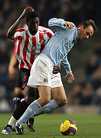 Photo: Paul Thomas/Sportsbeat Images.<br /> Manchester City v Sunderland. The FA Barclays Premiership. 05/11/2007.<br /> <br /> Sunderland's Dickson Etuhu (L) tackles Dietmar Hamann.