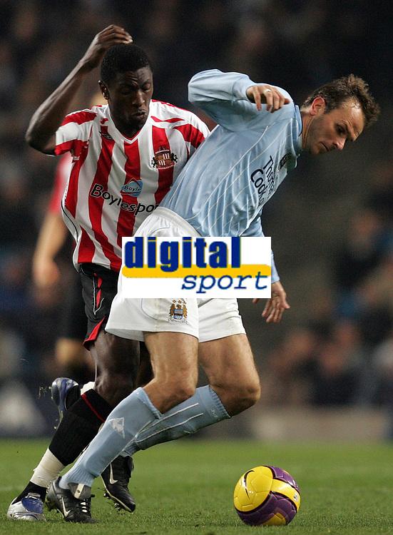 Photo: Paul Thomas/Sportsbeat Images.<br /> Manchester City v Sunderland. The FA Barclays Premiership. 05/11/2007.<br /> <br /> Sunderland's Dickson Etuhu (L) tackles Dietmar Hamann.