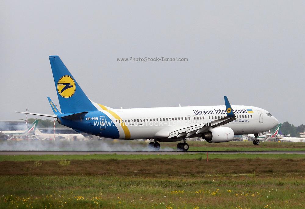UR-PSB Ukraine International Airlines Boeing 737-8HX(WL)