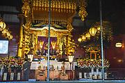 Japan, Tokyo, Asakusa, Senso-ji temple pilgrims praying