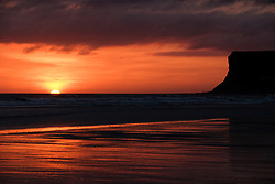 April 5, 2017 - Saltburn-By-The-Sea, Norh Yorkshire, England - Saltburn-by-the-Sea, UK. . .The sun begins to rise over the beach at Saltburn-by-the-Sea in North Yorkshire. (Credit Image: © Ian Forsyth/London News Pictures via ZUMA Wire)