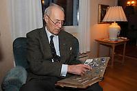 Ålesund 20100428. Lederen av tungtvannsaksjonen på Vemork under 2. verdenskrig, Joachim Rønneberg, fotografert i Ålesund for The Sunday Telegraph / Scanpix. Foto: Svein Ove Ekornesvåg