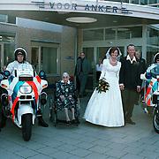 huwelijk politieagneten van der Wal en Janssen op bezoek bij oma in het Vooranker