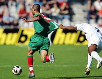 Fotball <br /> FIFA World Youth Championships 2005<br /> Doetinchem<br /> Nederland / Holland<br /> 14.06.2005<br /> Foto: Morten Olsen, Digitalsport<br /> <br /> Marokko v Honduras<br /> <br /> Yassine Zoucho - Marokko holdes i drakta