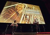 Willem-Alexander en Máxima bij premiere op IDFA
