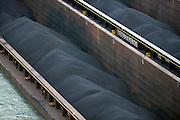 Nederland, Nijmegen, 5-5-2014Binnenvaartschip, een zesbaks duwcombinatie, met kolen en ijzererts vaart over de Waal bij Nijmegen,Foto: Flip Franssen/Hollandse Hoogte