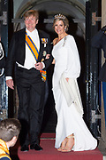 Zijne Majesteit Koning Willem-Alexander en Hare Majesteit Koningin Máxima ontvangen het Corps Diplomatique voor het jaarlijkse galadiner in het Koninklijk Paleis Amsterdam.<br /> <br /> His Majesty King Willem-Alexander and Her Majesty Queen Máxima receive the Diplomatic Diploma for the annual gala dinner at the Royal Palace Amsterdam.<br /> <br /> Op de foto / On the photo:  Koningin Maxima en Koning Willem Alexander / Queen Maxima and King Willem Alexander