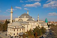 Turquie. Anatolie Centrale. Ville de Konya. Tombe de Mevlana. Le grand maitre soufi Djalal ed-Din Rumi ou Djalal-e-Din Mohammad Molavi Rumi ou Djalaleddine Roumi (1207-1273), fondateur de l'ordre des derviches tourneurs est connu sous le nom de Mevlana. Il est entérré à Konya. // Turkey. Central Anatolia. City of Konya. Mevlana tomb. The sufi master Djalal ed-Din Rumi ou Djalal-e-Din Mohammad Molavi Rumi ou Djalaleddine Roumi (1207-1273), founded of whirling dervishes order is knows with the name of Mavlana. Is bury in Konya.