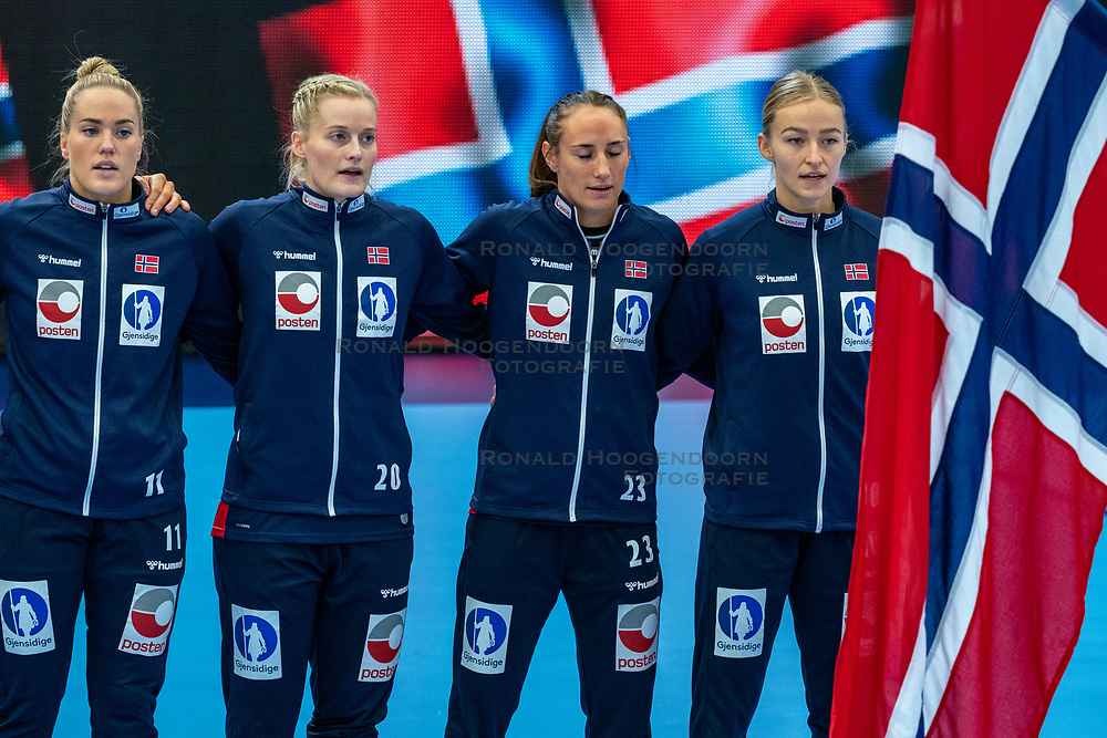 Norway team during lineup prior to the Women's EHF Euro 2020 match between Germany and Norway at Sydbank Arena on december 05, 2020 in Kolding, Denmark (Photo by RHF Agency/Ronald Hoogendoorn)