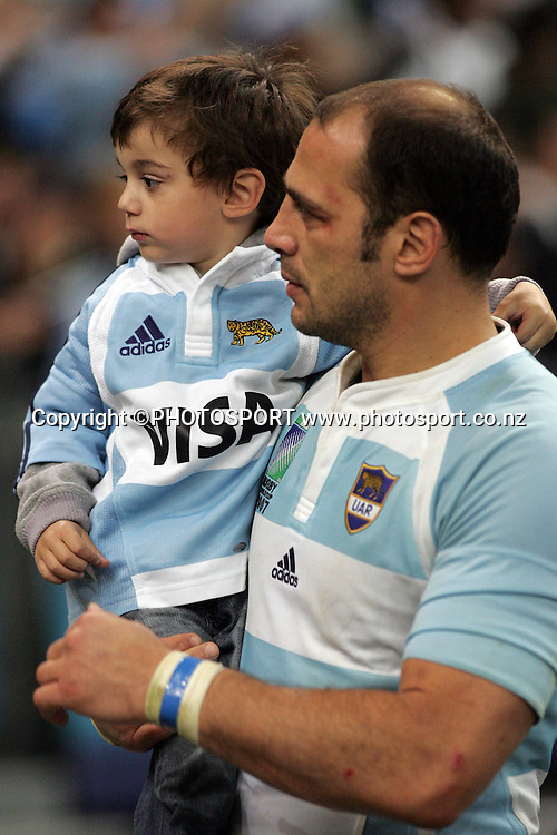 Argentinian player Gonzalo Longo Elia with his son.<br />Argentina v Sth Africa, Rugby World Cup Semi Final Two, Stade de France, Paris, France. Sunday 14 October 2007. South Africa won the match 37-13. Photo: Andrew Cornaga/PHOTOSPORT
