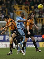 Fotball<br /> England 2004/22005<br /> Foto: SBI/Digitalsport<br /> NORWAY ONLY<br /> <br /> Wolverhampton Wanderers v West Ham<br /> Molineux Stadium, Wolverhampton<br /> Coca Cola Championship. 15/01/2005.<br /> <br /> Seol Ki-Hyeon, Mark Kennedy and West Ham's Marlon Harewood go for the ball.