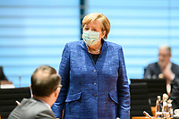 07 OCT 2020, BERLIN/GERMANY:<br /> Angela Merkel, CDU, Bundeskanzlerin, mit Mund-Nase-Maske, vor Beginn der Kabinettsitzung, Internationaler Konferenzsaal, Bundeskanzleramt<br /> IMAGE: 20201007-01-041<br /> KEYWORDS: Sitzung, Kabinett, Corona, Maske, Covid-19, Pandemie,