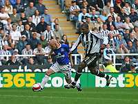 Photo: Andrew Unwin.<br /> Newcastle United v Everton. The Barclays Premiership. 24/09/2006.<br /> Everton's Andy Johnson (L) tries to get away from Newcastle's Titus Bramble (R).