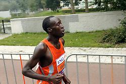 15-10-2006 ATLETIEK: MARATHON AMSTERDAM: AMSTERDAM<br /> Stanley Leleito<br /> ©2006: WWW.FOTOHOOGENDOORN.NL