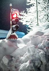 01.02.2014, Bahnhof, Lienz, AUT, Schneefälle in Oberkärnten und Osttirol, im Bild eine rote Ampel und ein Stop Schild umringt vom Schnee. Bis tief in die Nacht waren Einsatzkräfte damit beschäftigt die Strassen und Gehwege von den Schneeemassen zu räumen. Über Nacht vielen bis zu 1,2 Meter Neuschnee in weiten Teilen Oberkärnten und Osttirols und forderten bereits zwei Todesopfer. EXPA Pictures © 2014, PhotoCredit: EXPA/ JFK