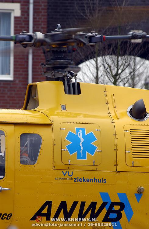 Ongeval met beknelling Huizermaatweg Huizen, traumaheli, logo VU ziekenhuis, rotor, ANWB logo
