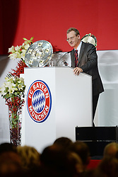 27.11.2015, Audi Dome, Muenchen, GER, FC Bayern Muenchen, Jahreshauptversammlung 2015, im Bild vl. Prof. Dr. Dieter Mayer ( FC Bayern Muenchen ) // during the 2015 Annual General Meeting of german football club FC Bayern Munich at the Audi Dome in Muenchen, Germany on 2015/11/27. EXPA Pictures © 2015, PhotoCredit: EXPA/ Eibner-Pressefoto/ Vallejos<br /> <br /> *****ATTENTION - OUT of GER*****
