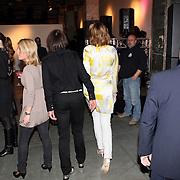 NLD/Amsterdam/20080303 - Modeshow Jos van Raak 2008, Micjy Hoogendijk met haar yoga leraar Andreas Trussa met beveiligers