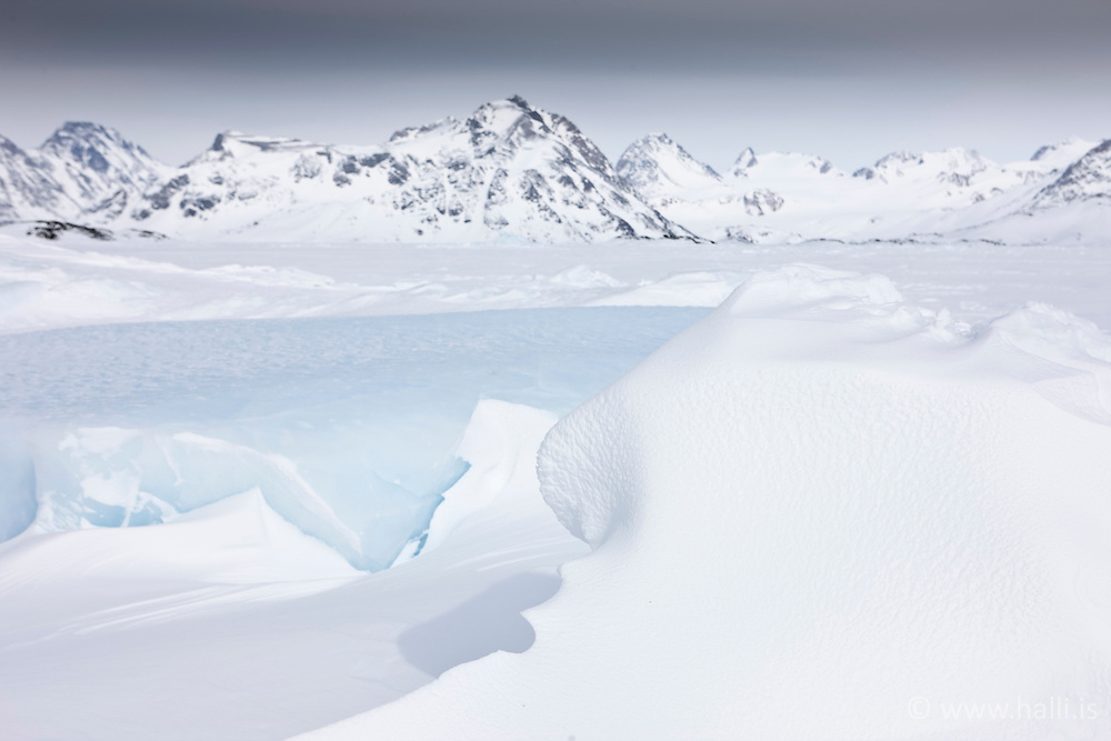 Overview to the ice at village Kulusuk, Greenland - Horft út á ísinn umhverfis  Kulusuk á Grænlandi