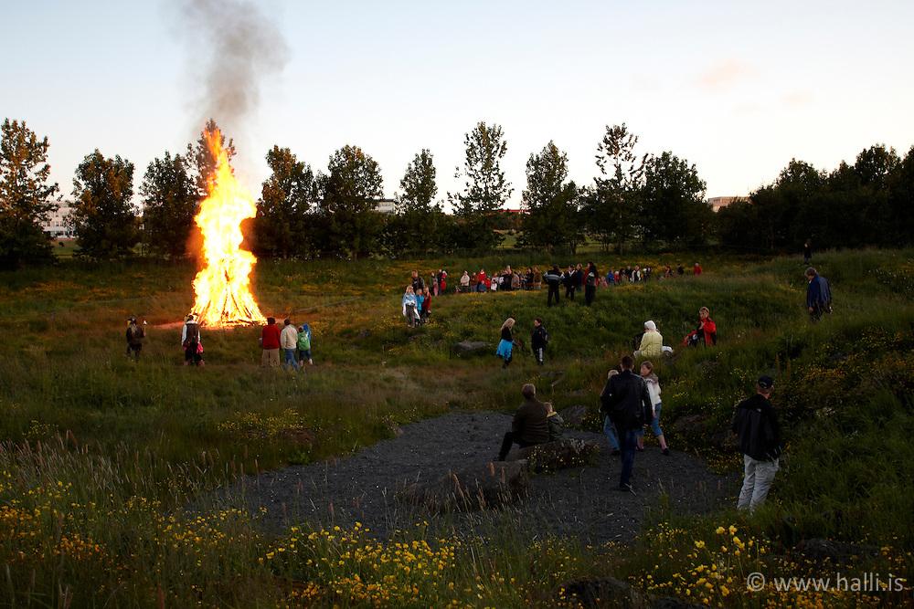 Campfire at the festival at midnight in Reykjavik, Iceland - Varðeldur á Jónsmessunótt í Húsdýragarðinum
