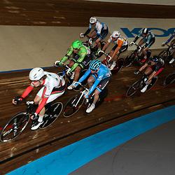 27-12-2014: Wielrennen: NK Baanwielrennen: Apeldoorn NK bana puntenkoers Kreder (Garmin) en Barry Markus in de groep