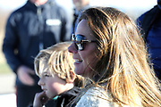 DE HOLLANDSE100 by LYMPH & CO op FlevOnice te Biddinghuizen. Een duatlon bestaande uit twee onderdelen: schaatsen en fietsen. Het evenement wordt georganiseerd om geld op te halen voor Lymph&Co dat zich inzet tegen lymfklierkanker.<br /> <br /> Op de foto: Prinses Annette