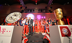 "17.05.2014, T Com, Berlin, GER, DFB Pokal, Bayern Muenchen Pokalfeier, im Bild Philipp Lahm of FC Bayern Muenchen talks with the guest Philipp Lahm, // during the FC Bayern Munich ""DFB Pokal"" Championsparty at the T Com in Berlin, Germany on 2014/05/17. EXPA Pictures © 2014, PhotoCredit: EXPA/ Eibner-Pressefoto/ EIBNER<br /> <br /> *****ATTENTION - OUT of GER*****"