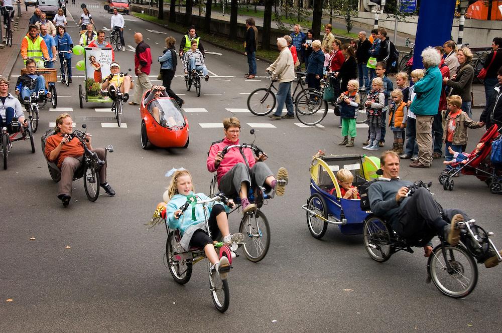 Nederland, Utrecht, 9 sept 2007..Autovrije zondag in Utrecht. Grote delen van de binnenstad van Utrecht waren vandaag autovrij, mede omdat ook vandaag de het culturele seizoen geopend werd met Utrecht Uitfeest..Er was ondermeer een parade met bijzondere fietsen..Foto (c) Michiel Wijnbergh