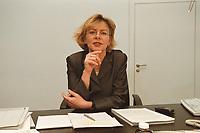 19 JAN 2001, BERLIN/GERMANY:<br /> Margareta Wolf, Parl. Staatssekretaerin beim Bundeswirtschaftsministerium, an ihrem Schreibtisch, in ihrem Buero, Bundeswirtschaftsministerium<br /> IMAGE: 20010119-02/02-08<br /> KEYWORDS: Staatssekretärin, Büro