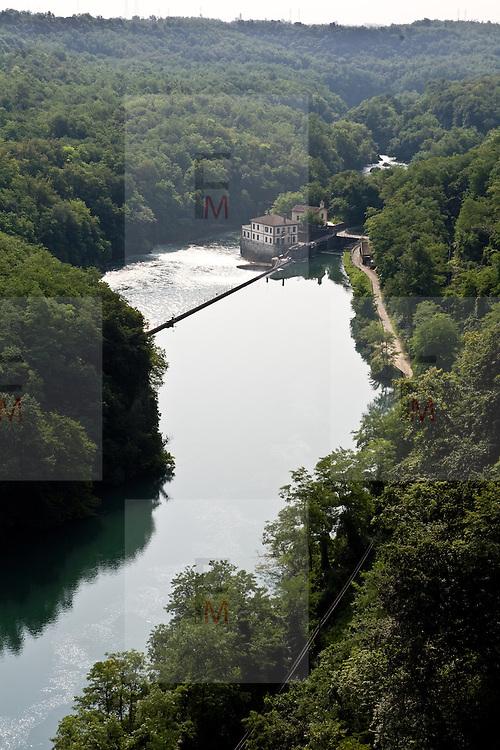Il fiume Adda visto dal ponte di Paderno d'Adda...Hydroelectric plant on the Adda river, seen from iron bridge of Paderno