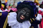 Nederland, Nijmegen, 12-11-2016 Aankomst, intocht van de Sint. Er waren Zwarte Pieten . Foto: Flip Franssen
