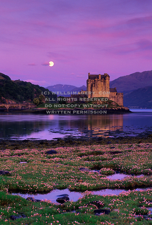 spectacular-photos-of-scottish-castles-by-Wells-Imagery, Image of the Eilean Donan Castle with moonrise in Loch Duich in the western Highlands of Scotland by Randy Wells