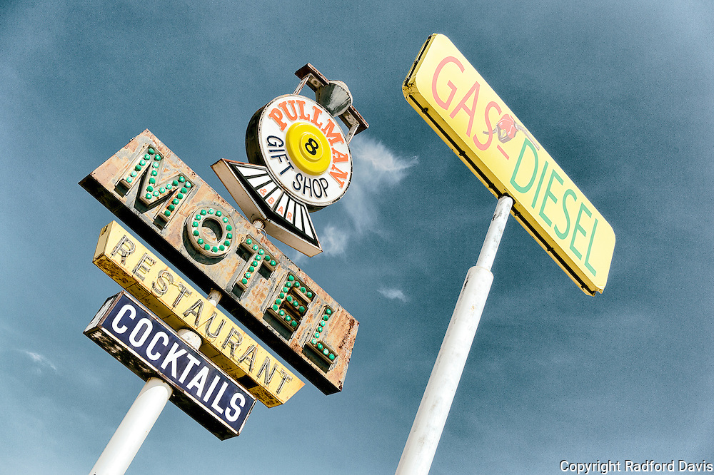 Highway signs of Arizona: motel and gas