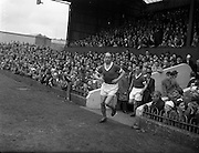 24/04/1960<br /> 04/24/1960<br /> 24 April 1960<br /> Soccer, F.A.I. Cup Final: Shelbourne v Cork Hibernians at Dalymount Park, Dublin. Charlie Tully leads out the Cork Hibernians team.