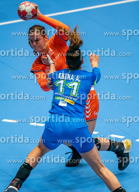 Tessa van Zijl of Netherlands, Ana Abina of Slovenia in action during the Women's friendly match between Netherlands and Slovenia at De Maaspoort on march 19, 2021 in Den Bosch, Netherlands (Photo by RHF Agency/Ronald Hoogendoorn)