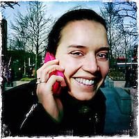 Nederland, Amsterdam , 6 februari 2014.<br /> GSM loze vrijdag.<br /> Uiteraard is een GSM een erg handig medium, maar kunnen we nog zonder? Onze GSM heeft onze dagelijkse leefwereld overgenomen. Het wordt tijd dat we eens stilstaan bij die constante bereikbaarheid en die dure toestellen met nog duurdere gesprekskosten een dagje naast ons neerleggen<br /> Op de foto: Kris Meex<br /> Foto gemaakt met Iphone5. fotoprogramma: Hipstamatic: Lens John S. Film Kodot XGrizzled.<br /> Foto:Jean-Pierre Jans