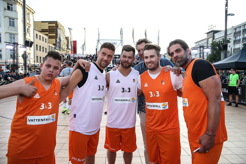 Basketball: ING-DiBa German Championship 3x3, Deutsche Meisterschaft, Hamburg, 05.08.2017<br /> Charity-Spiel: Ivan Klasnic (Ex-Fussballprofi 2.v.l.) und Schauspieler Carsten Spengemann (r.)<br /> (c) Torsten Helmke