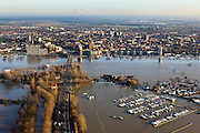 Nederland, Limburg, Roermond, 2011-01-10; hoogwater Maas, brug Rijksweg N280 en Maasplassen, in noordoostelijke richting. Het hoogwater is een gevolg van sneeuwsmelt en neerslag in de bovenloop van de rivier. Natalinitoren aan de Looskade. .Meuse flood, bridge highway N280 and Maasplassen, in a northeasterly direction. High water due to snow melt and precipitation upstream. .luchtfoto (toeslag), aerial photo (additional fee required).© foto/photo Siebe Swart