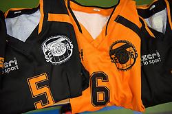 21-04-2016 NED: Springendal Set Up 65 - Vc Sneek, Ootmarsum<br /> Set Up verliest met 3-2 en staat met 2-0 achter in de finale serie best of five, Sneek kan aanstaande zondag kampioen van Nederland worden / shirtje setup, item volleybal